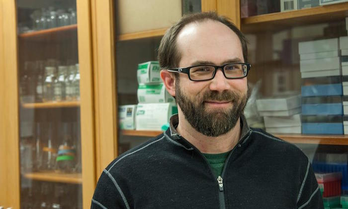 Marine Scientist Brett Baker Receives Simons Award