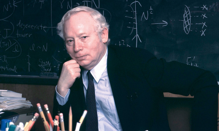 Breakthrough Prize Awarded to UT Physicist Steven Weinberg