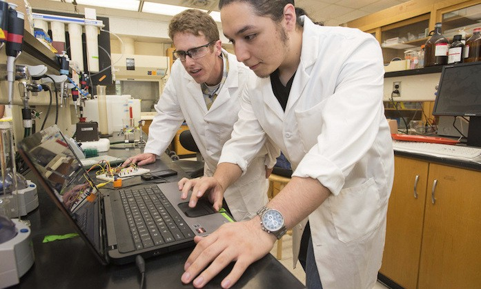 Freshman Research Initiative Receives Higher Education Awards